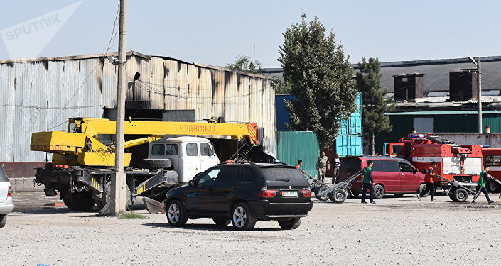 Sputnik Кыргызстан агенттигиинин кабарчылары барганда күзөтчүлөр ичинде иликтөө иштери бүтмөйүнчө эч ким киргизилбей турганын айтышты.