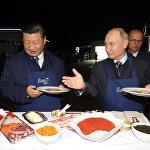 Россиянын президенти Владимир Путин менен Кытайдын төрагасы Си Цзиньпин Ыраакы чыгыштын көчөлөрү аттуу чыгыш экономикалык форумдун алкагында жолугушту