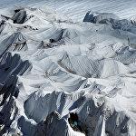 Швейцариялык ыктыярчылар быйыл жайда Европаны каптаган ысыктан Рона мөңгүсүнүн үстүн атайын кездеме менен жаап коюшту