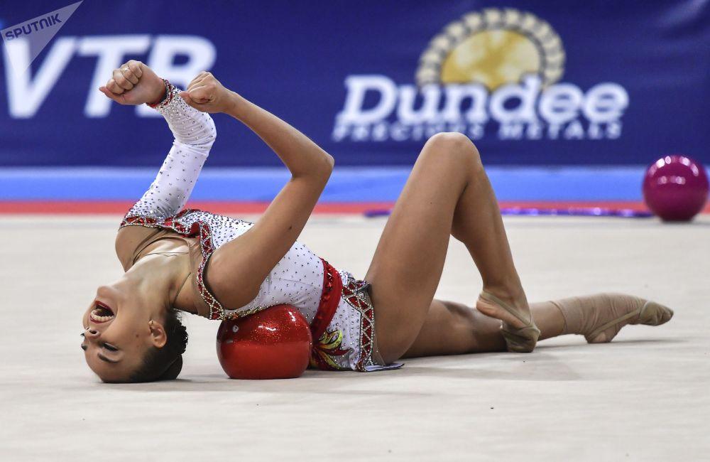 Дина Аверина (Россия) на чемпионате мира по художественной гимнастике