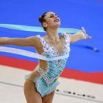 Александра Солдатова (Россия) показывала трюки на вступлении с лентой
