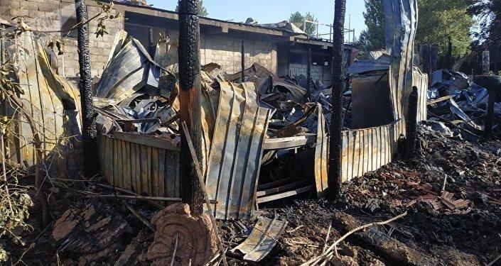 Последствия пожара в этнокомплексе Супара в селе Кок-Жар Аламудунского района