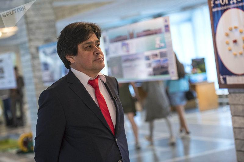 Декан факультета международных отношений Салават Усманов рассказал, что за 25 лет Кыргызско-Российский Славянский университет совершил рывок в развитии