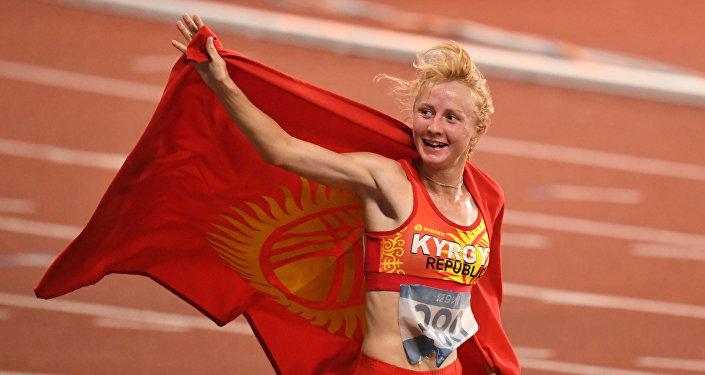 Кыргызстанская спортсменка Дарья Маслова завоевала серебряную медаль на Азиатских играх в марафоне на 5 км в Джакарте