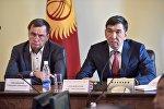 В зале заседаний столичного муниципалитета состоялась встреча мэра Бишкека Азиза Суракматова с руководителями фирм-перевозчиков города.