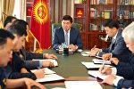 Премьер-министр Кыргызской Республики Мухаммедкалый Абылгазиев провел рабочее совещание по вопросу соблюдения норм пожарной безопасности в общественных местах. 18 сентября, 2018 года