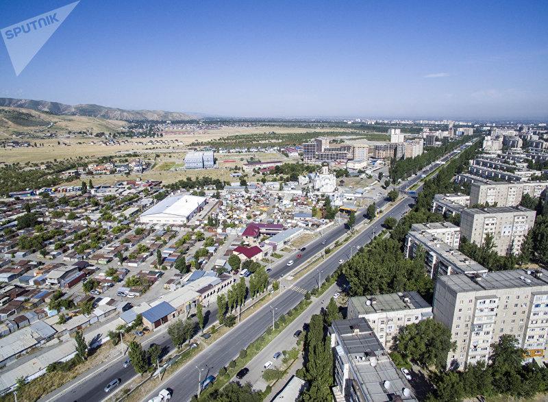 Вид на бишкекскую улицу Масалиева (Южная магистраль) и новостройки с высоты