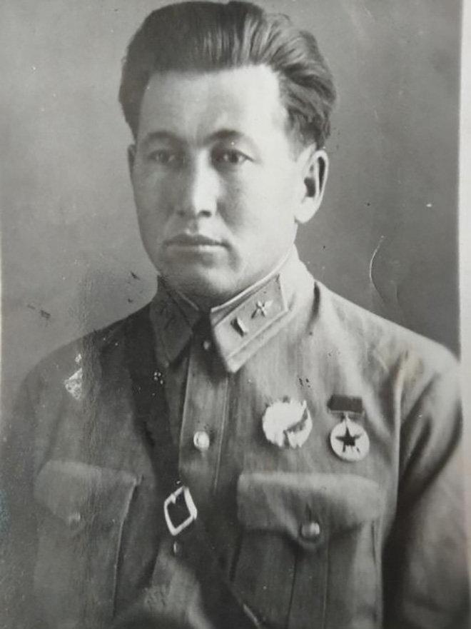 Первый летчик-кыргыз Абдували Курбаналиев