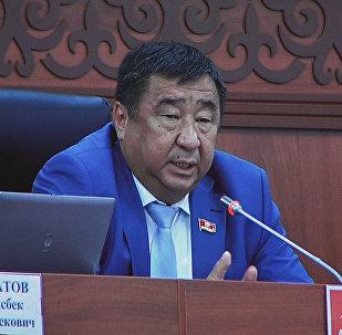 Гайпкулов: Оштогу орус мектептердин көйгөйүн чечүү керек