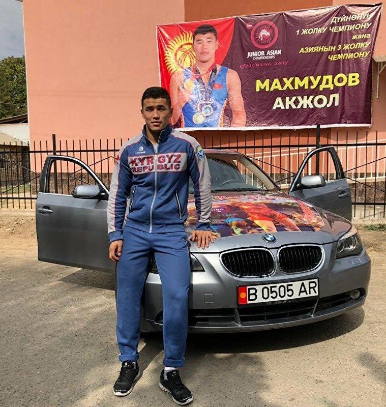 Бронзовому призеру Чемпионата мира по спортивной борьбе среди молодежи Акжолу Махмудову подарили автомобиль BMW