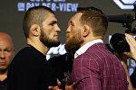 Чемпион UFC в легком весе Хабиб Нурмагомедов и ирландский боец Конор Макгрегор. Архивное фото