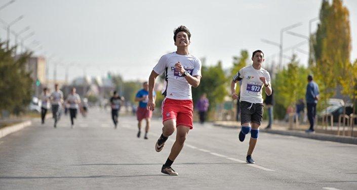 Спортивное мероприятие стартовало и завершилось возле физкультурно-оздоровительного комплекса в жилмассиве Арча-Бешик