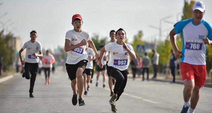 Помимо Управления физической культуры и спорта мэрии, организатором полумарафона выступило общественное объединение Дирекция международного марафона