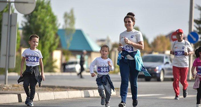 Полумарафон — забег на дистанцию вдвое меньше марафонской, которая составляет 42 километра 95 метров.