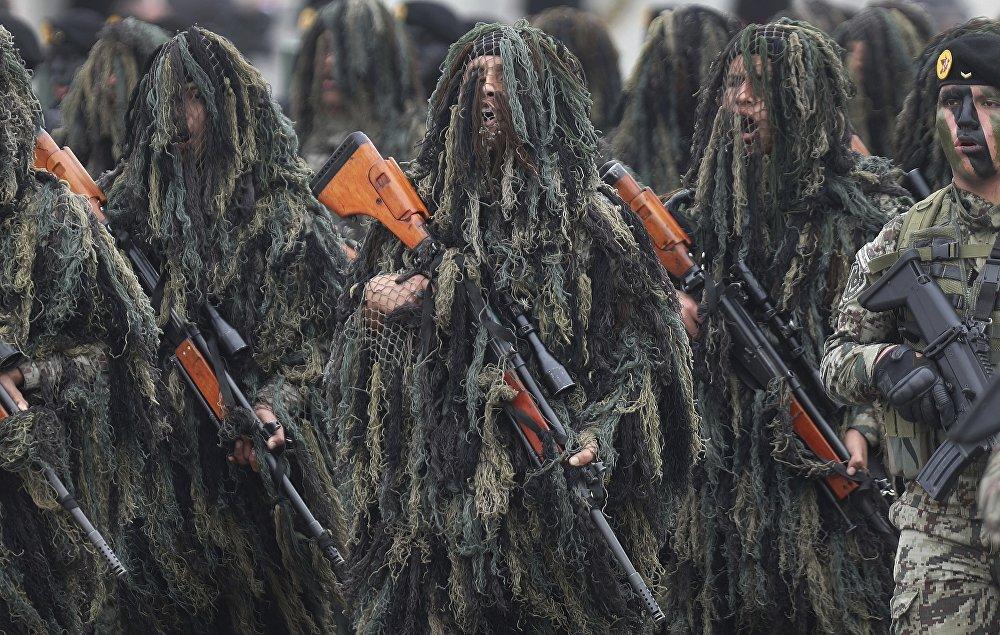 Перунун куралдуу күчтөрүнүн бир жылдыгына карата аскер кызматкерлери парадга чыкты