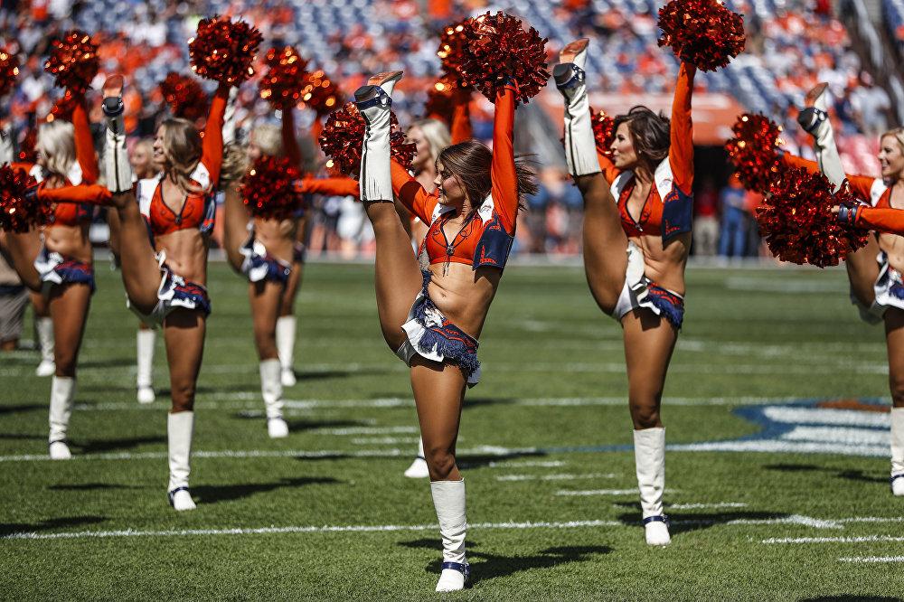 Denver Broncos америкалык футбол командасынын чирлидер кыздары