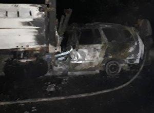 Сгоревшая после ДТП машина в селе Кароол Узгенского района Ошской области