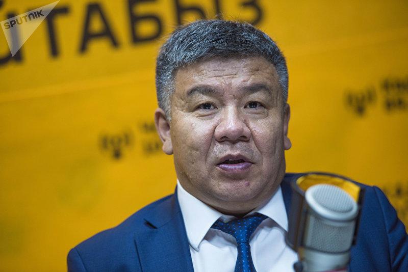 Депутат ЖК 6 созыва от фракции Ата Мекен Алмамбет Шыкмаматов в радиостудии Sputnik Кыргызстан