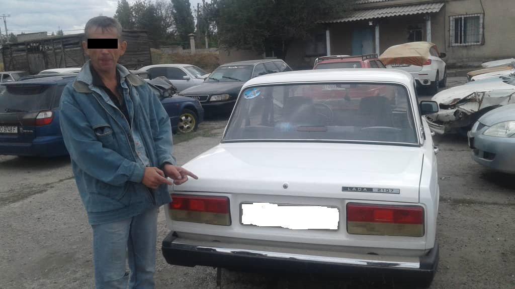 Во время рейда За рулем в Кара-Балте сотрудники милиции изъяли 4,5 килограмма наркотиков