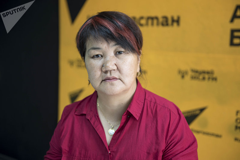 Кандидат педагогических наук, психолог Кадиян Бообекова во время беседы на радио Sputnik Кыргызстан