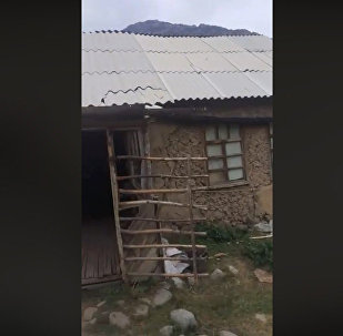 В этом сарае учатся школьники Кыргызстана? Видео, возмутившее всех