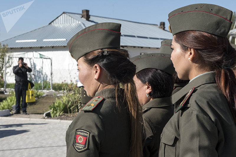 Сотрудники женского исправительного учреждения №2 в селе Степное, где состоялось открытие здания Центра реабилитации и социальной адаптации Чистая зона.