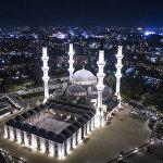 Бишкекте жаңы салынган Аль-Сарахсий атындагы республикалык мечиттин асмандан көрүнүшү