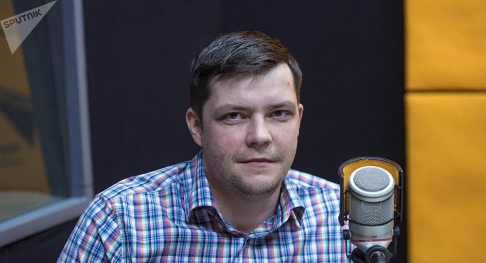 Специалист центра управления студентами Томского политехнического университета Николай Басалаев во время беседы на радио Sputnik Кыргызстан