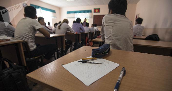 Школьники во время занятий. Архивное фото