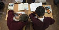 Мектептеги окуучулар. Архив