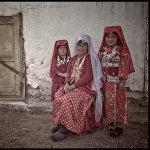 Памирлик кыргыз эне кыздары менен