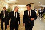 Президент Кыргызстана Сооронбай Жээнбеков во время встречи с главой РФ Владимиром Путиным в Душанбе. Архивное фото