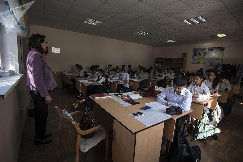 Занятия в пригородной средней общеобразовательной школы
