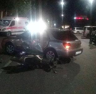 Бишкекте скутер менен Subaru Impreza үлгүсүндөгү унаа кагышып кетти