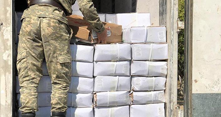 Сотрудники Госкомитета национальной безопасности и Государственной таможенной службы выявили факт незаконного ввоза в Кыргызстан мяса птицы