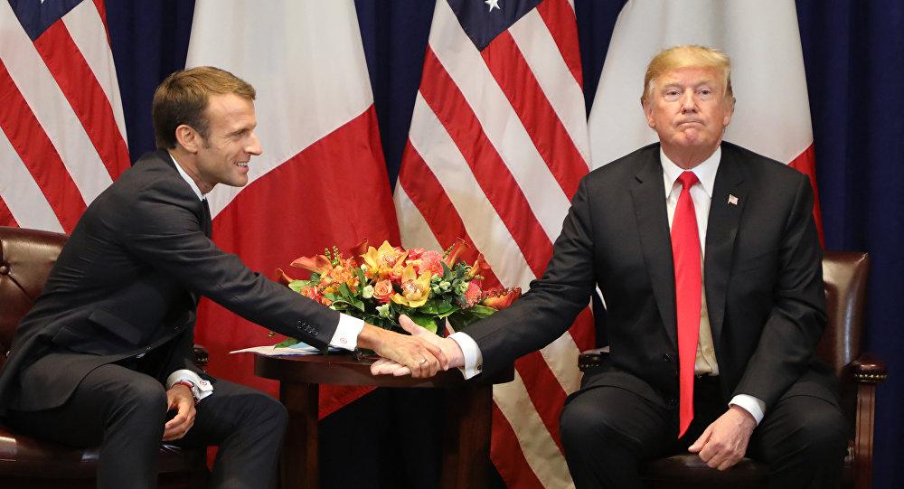 АКШ президенти Дональд Трамп француз кесиптеши Эммануэль Макрон менен. Архивдик сүрөт