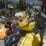 Индонезияда жума күнү эки ирет жер титиреп, Палу шаарын эки метрлик цунами каптады. Анын кесепетинен каза болгондордун саны 1200дөн ашты.