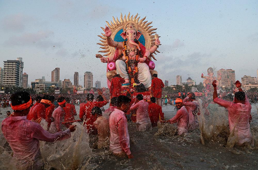 Мумбайда (Индия) өткөн Ганеши фестивалынын катышуучулары