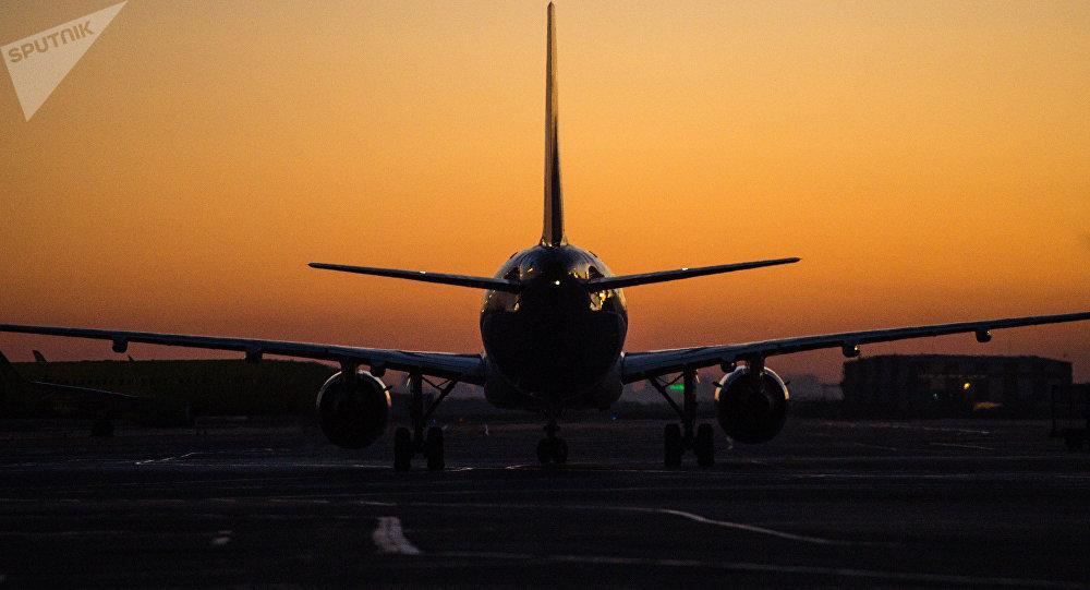 Пассажирский самолет в аэропорту. Архивное фото