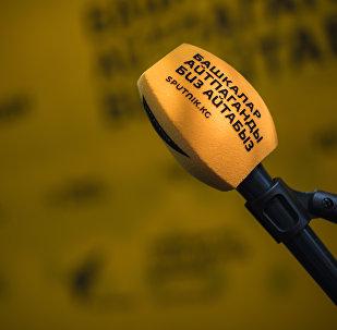 Sputnik Кыргызстан радиостудиясындагы микрофон. Архив