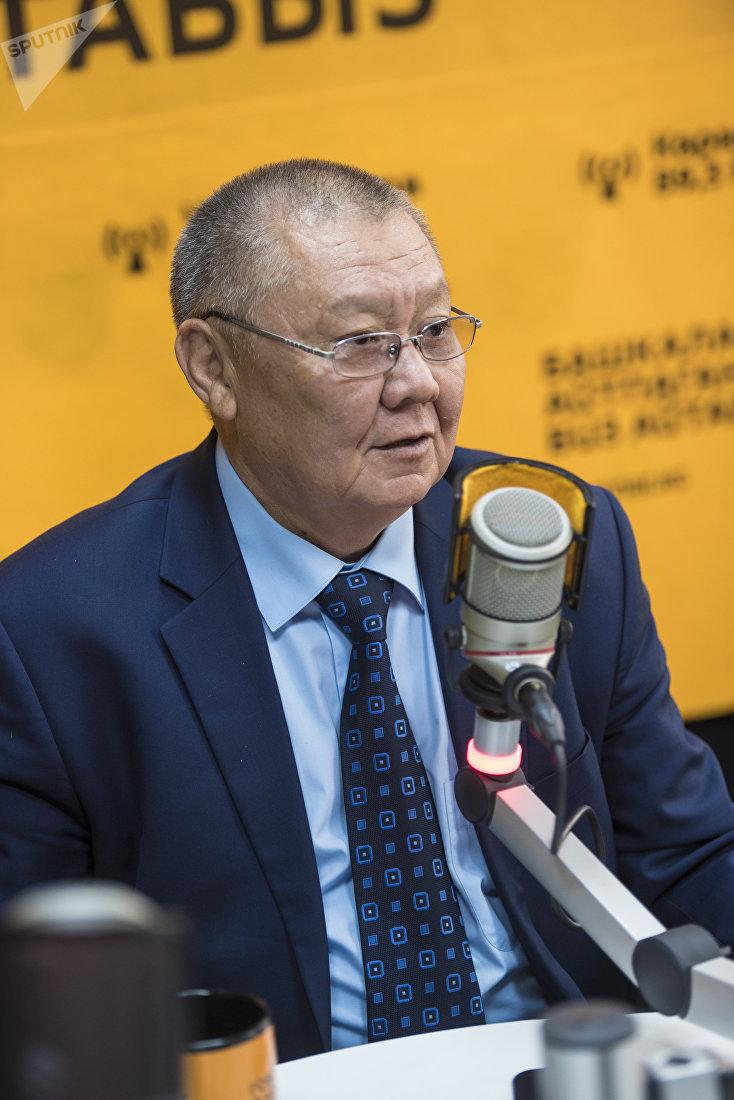 Омбудсмен КР, генерал-лейтенант спецслужб Токон Мамытов во время интервью на радио Sputnik Кыргызстан