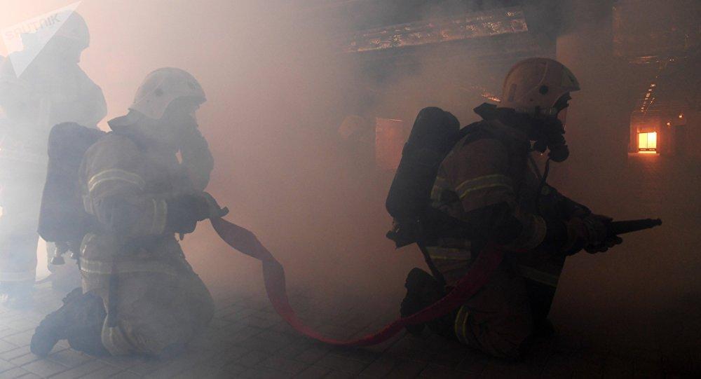 Архивное фото пожарных МЧС. Архивное фото