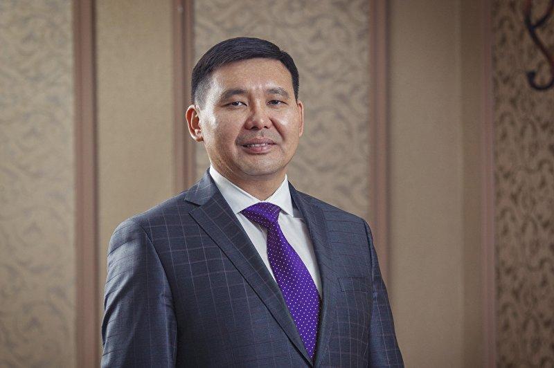 Генеральный директор ЗАО Альфа Телеком Азат Базаркулов в кабинете
