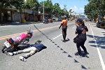 Мужчина инсценировал аварию, чтобы сделать предложение девушке — видео