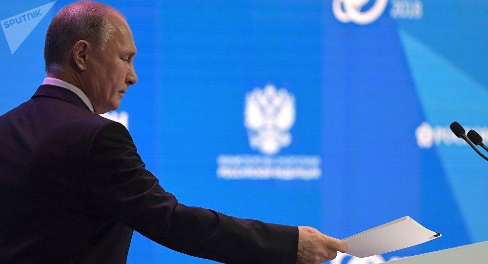 Президент РФ Владимир Путин на пленарном заседании Устойчивая энергетика для меняющегося мира