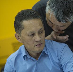 Глава общественного совета Министерства здравоохранения КР Айбар Султангазиев во время круглого стола в пресс-центре Sputnik Кыргызстан
