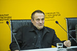 Генеральный директор аналитического центра Стратегия Восток — Запад Дмитрий Орлов во время видеомоста в пресс-центре Sputnik Кыргызстан
