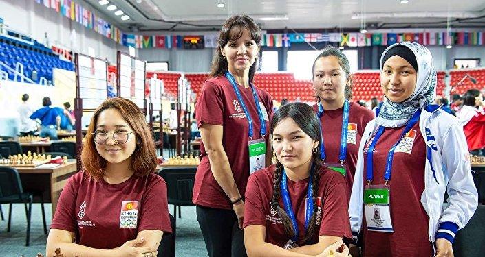 Кыргызстандык кыздар Шахмат боюнча дүйнөлүк олимпиададан алтын медаль утушту