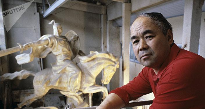 Кыргыз скульптура өнөрүнүн түптөөчүлөрүнүн бири болгон Тургунбай Садыков