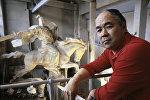 Жогорку даражадагы бир топ сыйлыктын ээси, белгилүү скульптор Тургунбай Садыковдун архивдик сүрөтү